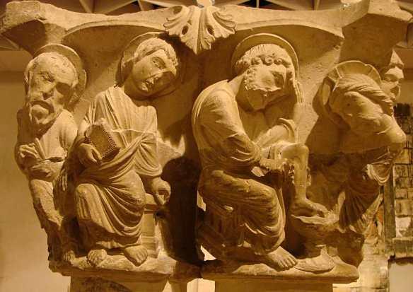 Chapiteau roman du lavement des pieds (ND-en-Vaux, source : Wikimedia commons)