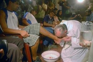 Le-pape-Francois-lavera-les-pieds-de-jeunes-prisonniers_article_popin